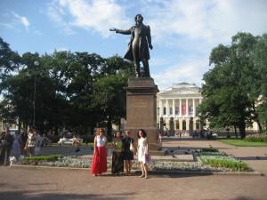 Памятник М. Аникушина
